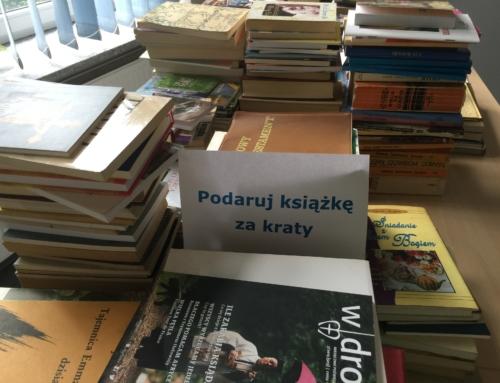 Przerzucamy książki za kraty
