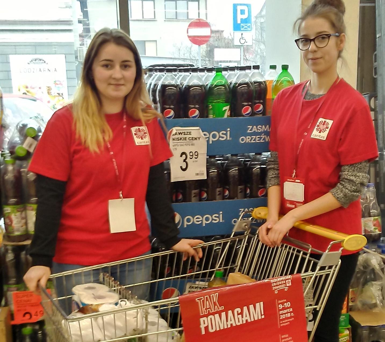 Wolontariusze z Żywieckiej Budowlanki zbierali żywność